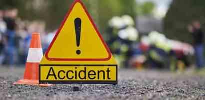 चितवनमा पर्यटक बोकेको गाडी दुर्घटना, ३३ जना घाइते