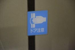 Attento! Ti schiacci le mani!