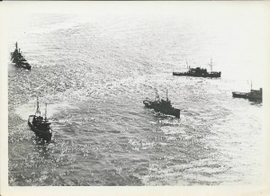 Salvage operations on grounding of USS Frank Knox image