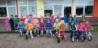 Biegowe rowerki dla dzieci z Przedszkola nr 3 w Ustce - ustka24.info