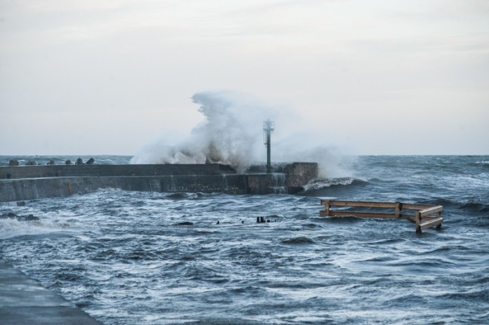 Sztorm na Bałtyku. Powieje z siłą 10 stopni w skali Beauforta - ustka24.info