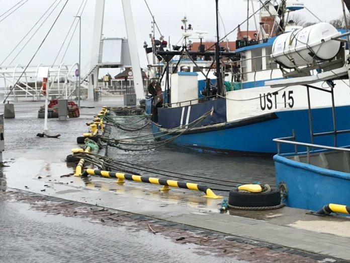Alarm przeciwsztormowy w usteckim porcie morskim - ustka24.info