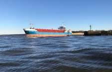 Wyładunek kruszywa w usteckim porcie morskim - ustka24.info