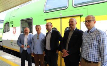 """Pociąg """"Słoneczny"""" powrócił na wyremontowany dworzec w Ustce - ustka24.info"""