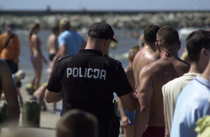 Policjanci kontrolowali sklepy w Ustce w związku COVID-19 - ustka24.info