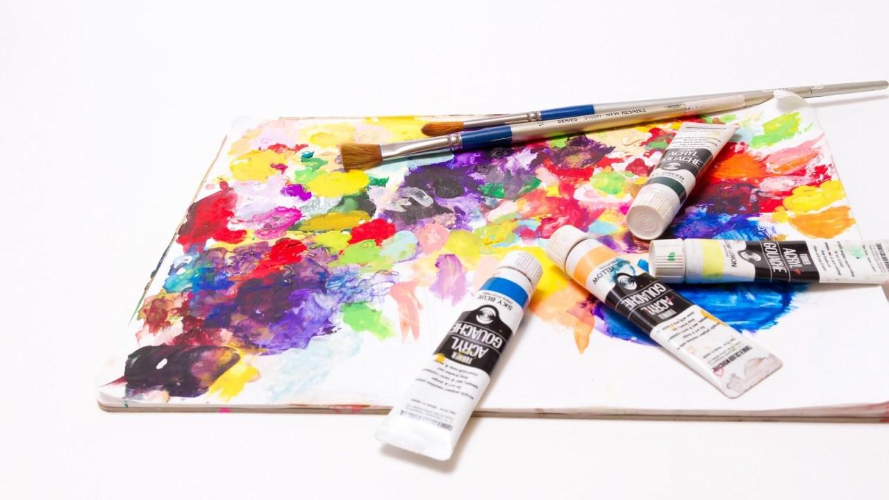 絵の具でカラフルなパレット