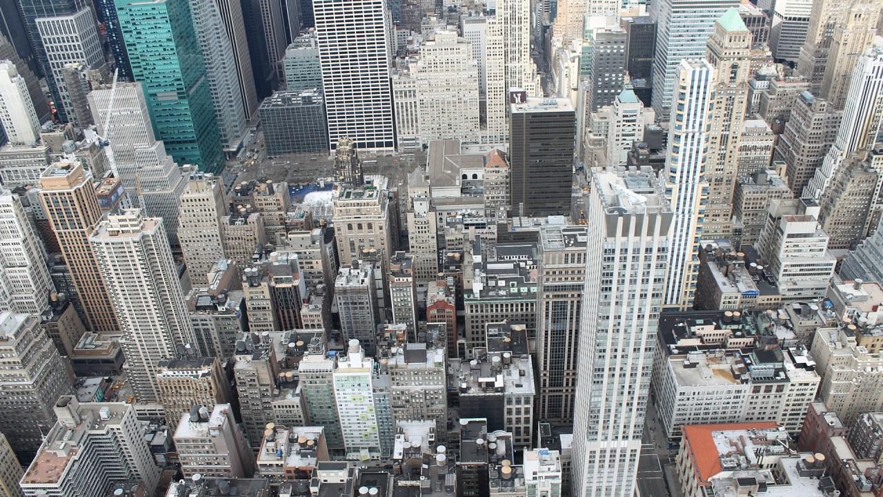 上空から見た立ち並ぶビル群