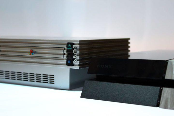 PS2とPS4が並ぶ
