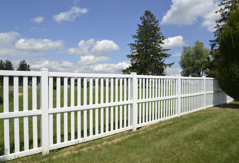 How To Choose The Right Vinyl Fence Color