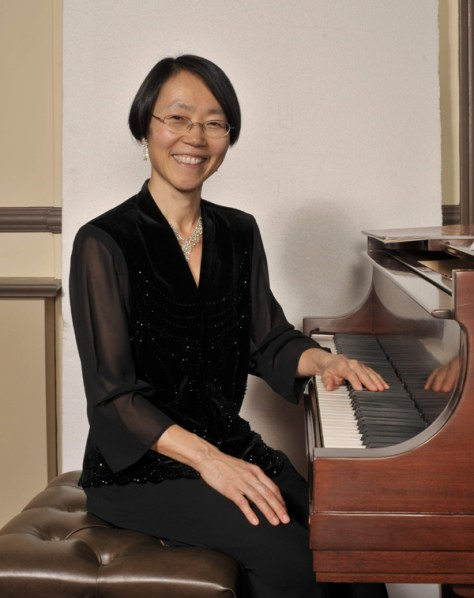Michiko Otaki at keyboard 2009 150 dpi