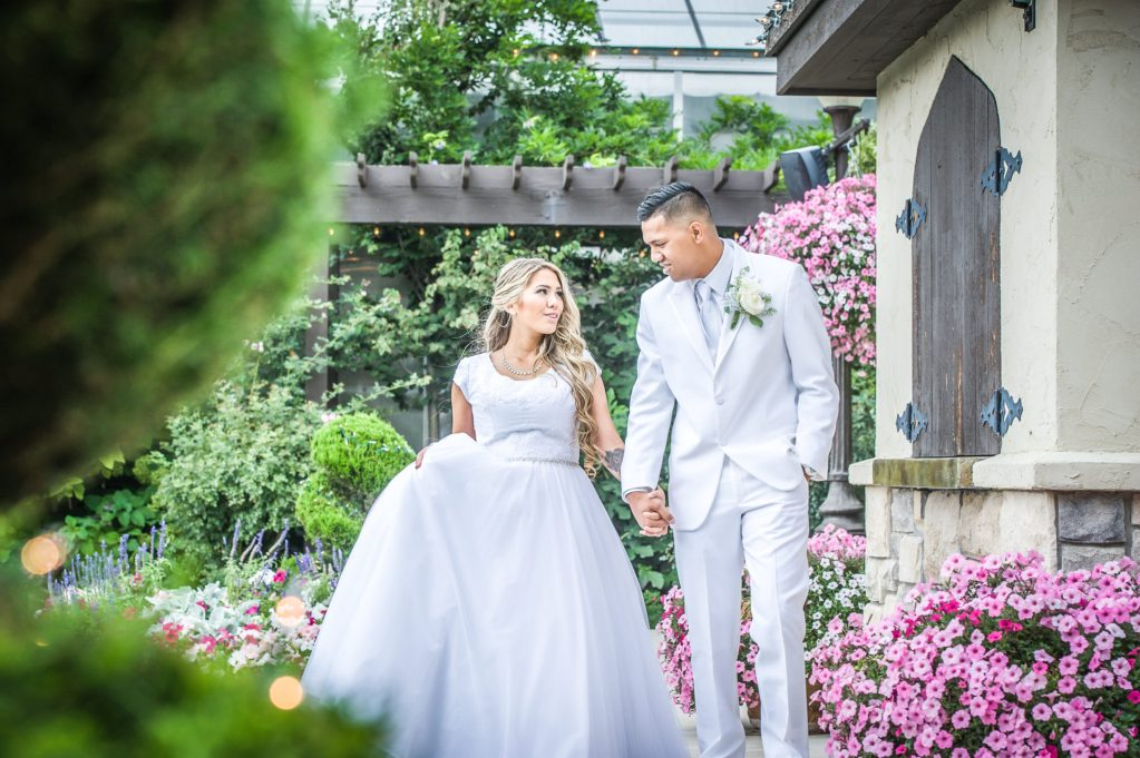 Ryan hender photography le garden wedding venue sandy utah bride and groom