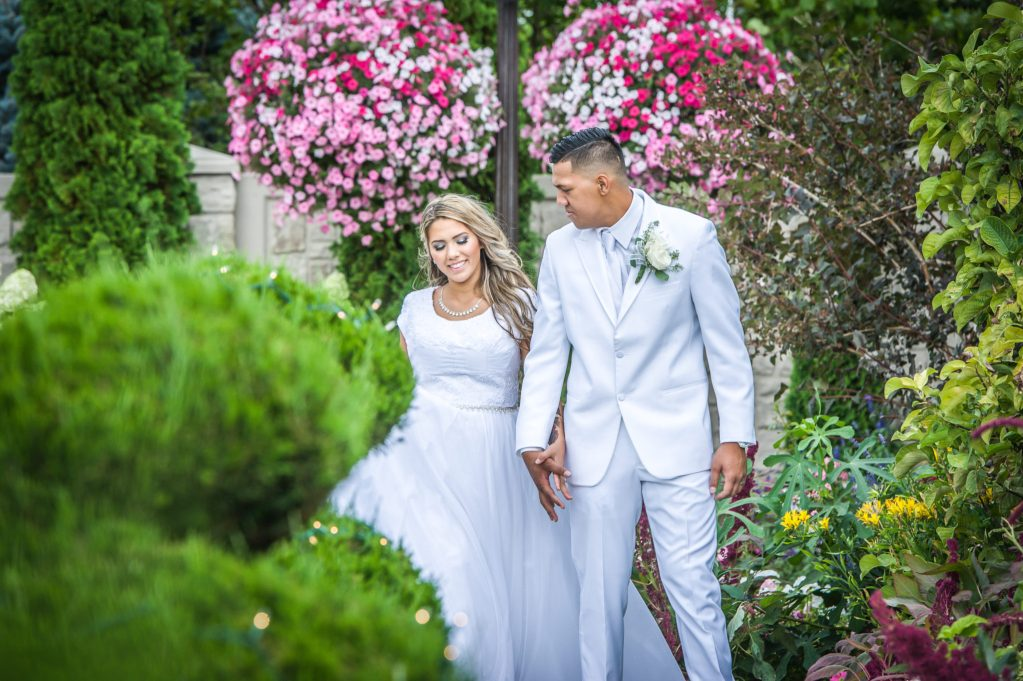 bride and groom Ryan hender photography le garden wedding venue sandy utah