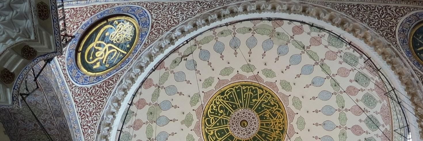 Vasárnap délelőtt a Galata-hídon, a női hatalmat megörökítő Új Mecsetben, valamint még egy bazár