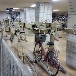 japán metrómegálló biciklitároló