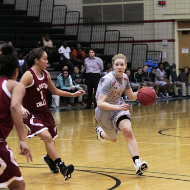Women's basketball squeezes by Austin College