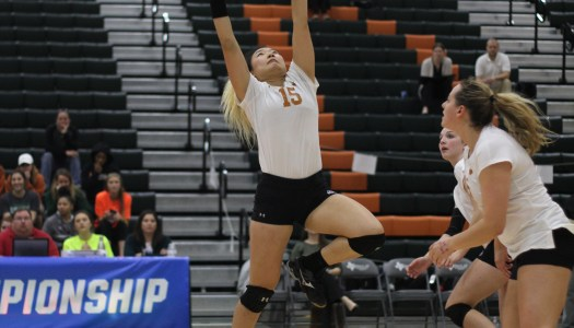 UTD volleyball beats down Whitworth to advance in tourney