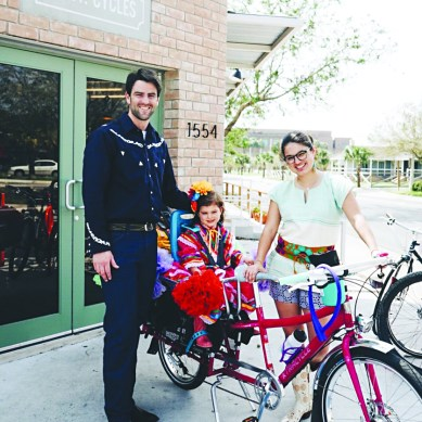 Alum brings border town together with cafe, bikes