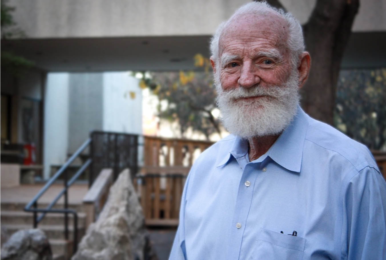 Professor, Creator of Moon Dirt Dies at 82