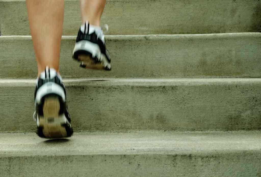 Varje trappsteg gör dig starkare!  Bild: Mostphotos.