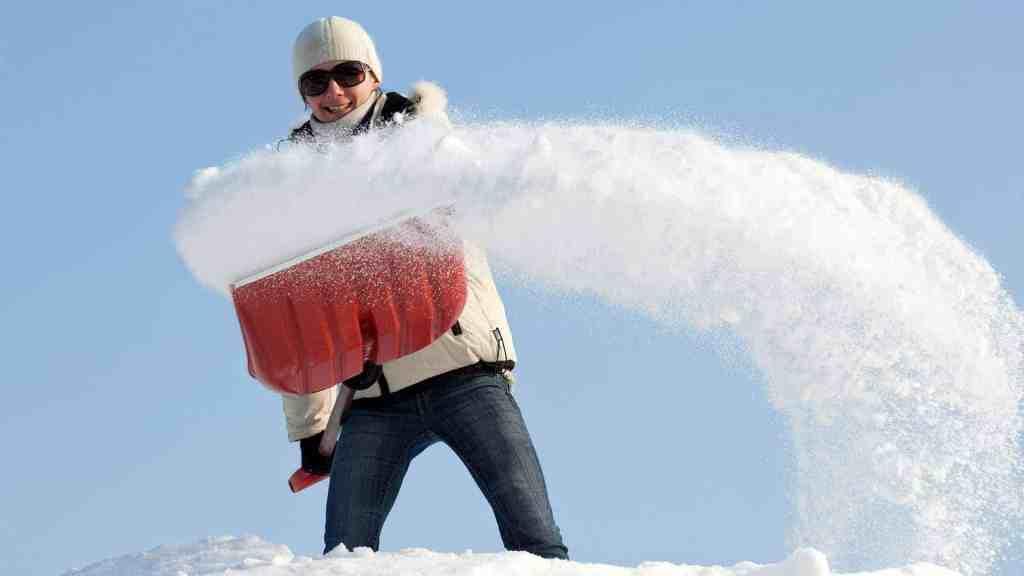 Svär inte över snön. Skotta dig stark!