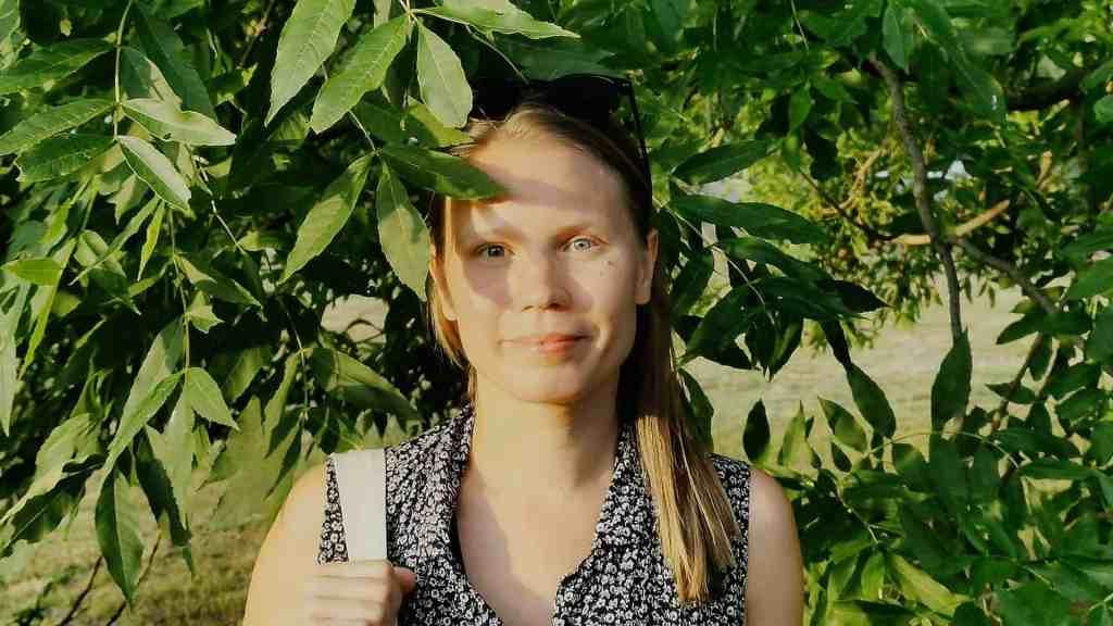 Jenni Puroila, forskarstudent vid Handelshögskolan som menar att träd och människor hör ihop.