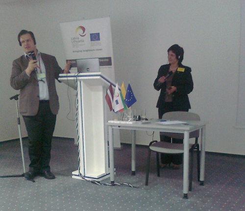 Nuotraukoje: Utenos KC direktorė Asta Motuzienė ir Latvijos žurnalistas, renginių vedėjas Ansis Bogustovs