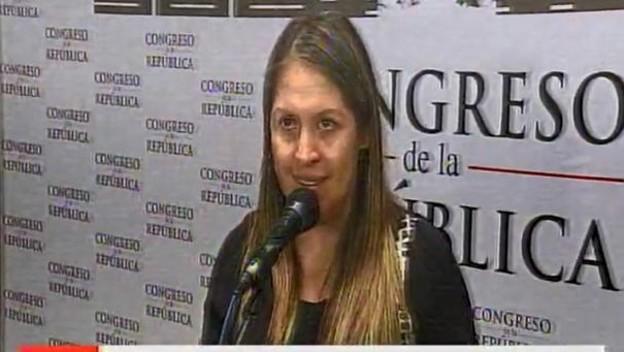 La pacífica congresista presentando la denuncia. Imagen: