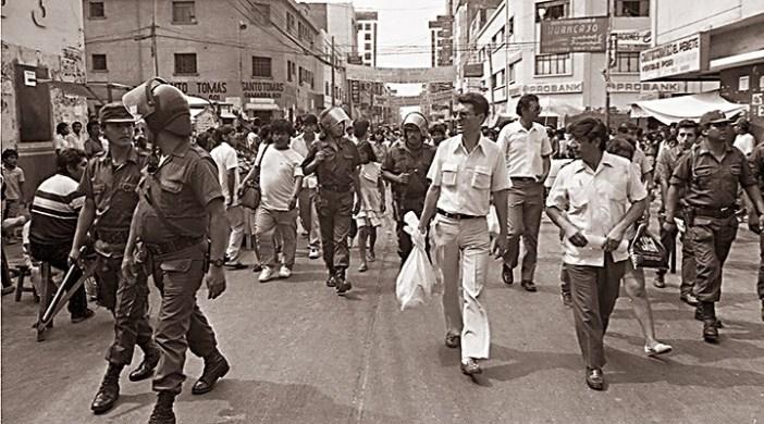 Operativo de la Sunat con la Policía y las Fuerzas Armadas contra la evasión de impuestos, febrero de 1992. Foto: Andina/Archivo
