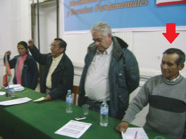 Aquí al costado de Manuel Fajardo, fallecido abogado de Abimael Guzmán. Imagen: Correo
