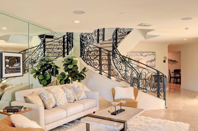 The Las Vegas Luxury Real Estate Market set records last year. Set your listing apart with luxury home staging