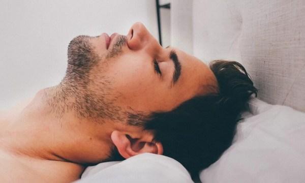 Poziția de dormit pe spate îți dezvăluie personalitatea