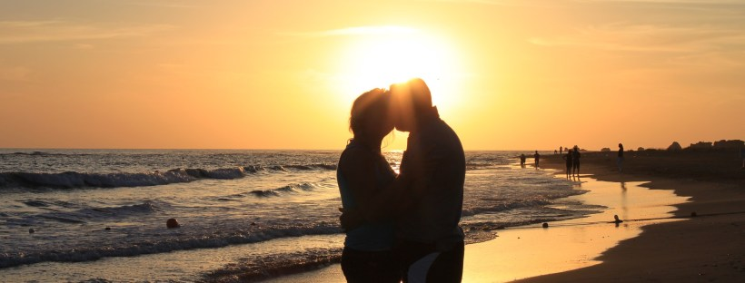 Paar bei Sonnenuntergang