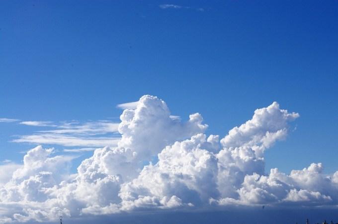 入道雲と空