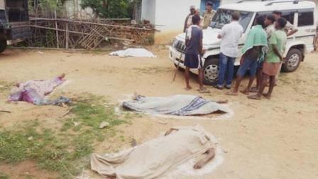 मॉब लीचिंग: दो महिलाओं समेत चार लोगों को लाठी डंडों से पीटकर उतारा मौत के घाट 1