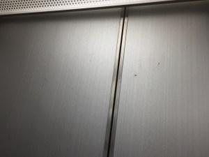 エレベータ傷