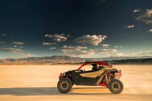 Maverick X3 Xrs TURBO R Gold & Can-Am Red - Desert 7