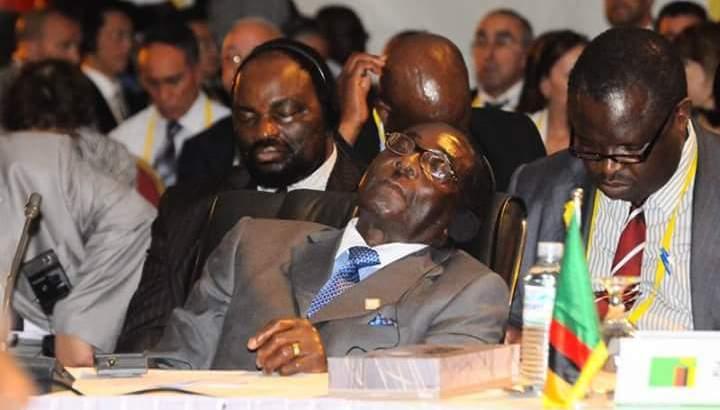 Robert Mugabe: Réveillez-moi après les discours de Hollande et Obama