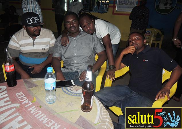 Wadau wa muziki kutoka kushoto ni Ben Kaguo, Said Mdoe, Dj Bullah wa Clouds FM, Kiff Jr