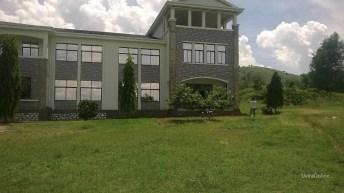 Makobola-RDC: la population demande de lancer les activités de leur hôpital moderne
