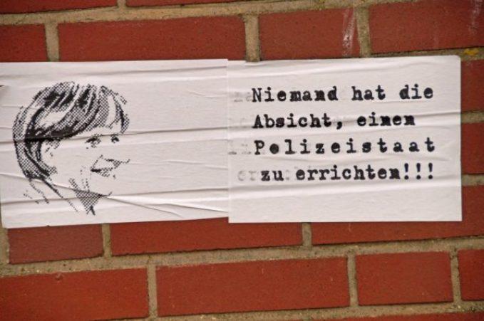 Wandzettel Niemand hat die Absicht einen Polizeistaat zu errichten mit Porträt von Bundeskanzler