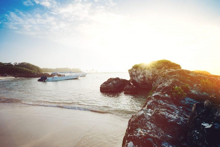 beach-boat-daylight-137588