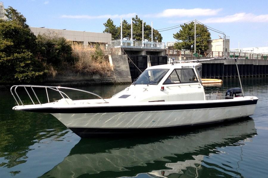 メンバー様限定のレンタル艇です。釣りはもちろん、ロングクルーズにもご利用ください。横浜の低い橋もくぐれるので大岡川やみなとみらいにもラクラククルージング。