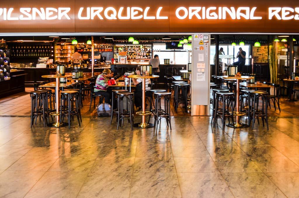 Прага. Аэропорт. Пивной ресторан «Pilsner Urquell Original Restaurant»