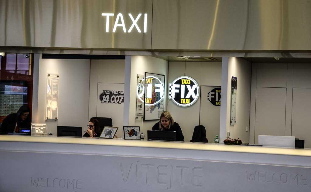 Аэропорт Праги. Терминал 1. Стойка заказа такси