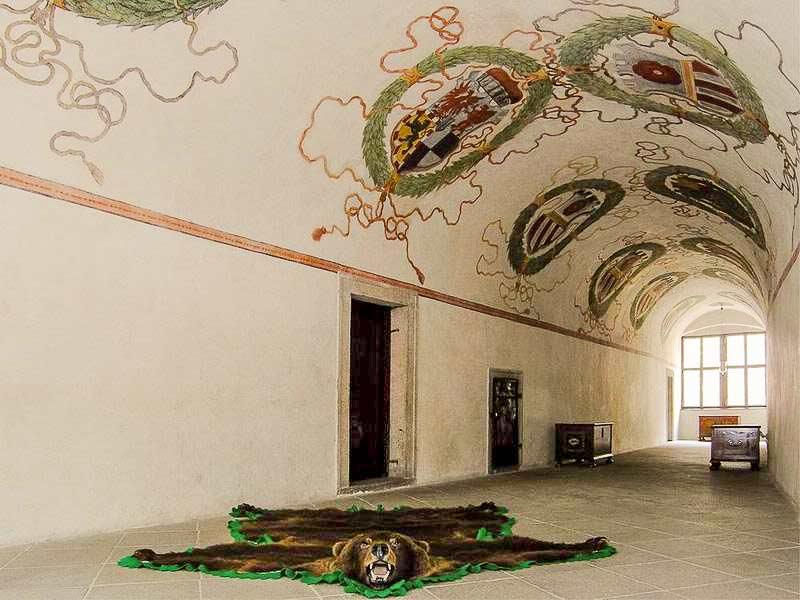 Замок Чески-Крумлов. Гербовый коридор