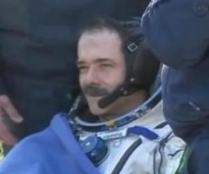 Kanadalı Astronot Chris Hadfield Dünya'ya Döndü