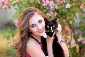 О том, как кот девушку утешил