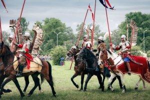 Зрелищные бои обеспечивали бесстрашные воины Речи Посполитой – крылатые гусары.