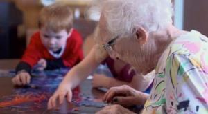 Канадцы приняли удивительное решение - они объединили детские приюты с домами престарелых