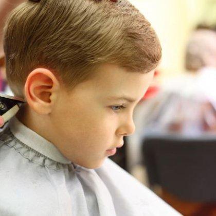 Как стричь машинкой мальчика: особенности детских стрижек